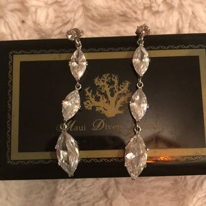 Jewelry - Vintage glam earrings.